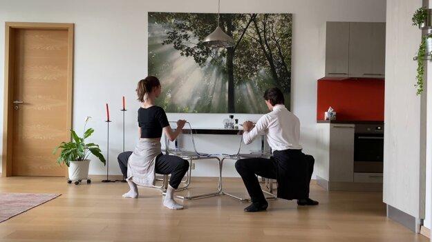 Jeden z online projektor SND – Ranná rozcvička s Baletom SND.