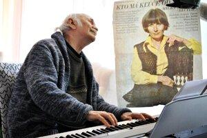 Skladateľ a hudobník nedávno zosnulej umelkyni do neba zahral aj v deň jej poslednej rozlúčky so svetom.