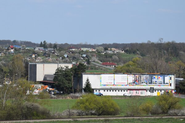 Areál bývalých mliekarní v Lučenci, kde by sa mala rozbehnúť unikátna výroba.