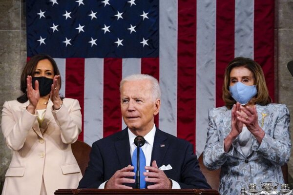 Americký prezident Joe Biden, viceprezidentka Kamala Harrisová a predsedníčka Snemovne reprezentantov Nancy Pelosiová.