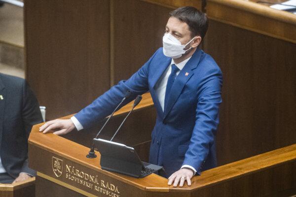 Premiér sa počas predloženia programu vlády v plénepoďakoval svojmu predchodcovi Igorovi Matovičovi.