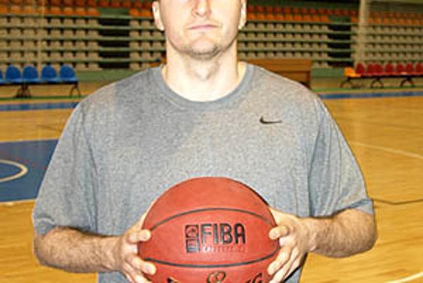Patrick Sparks vo štvrtok dopoludnia prvýkrát trénoval v mestskej hale na Klokočine.