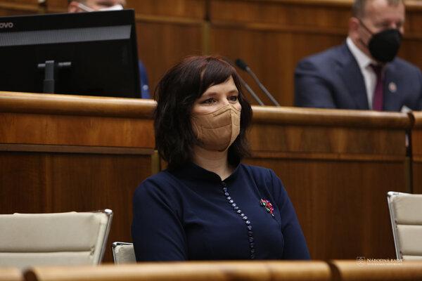 Veronika Remišová počas rokovania vlády