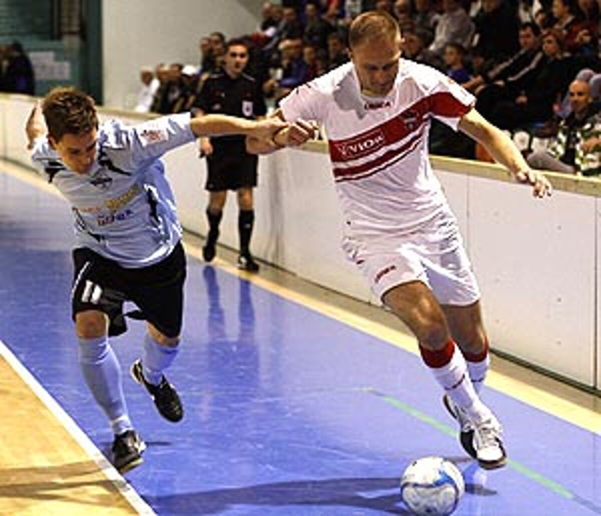 8fd41c833cf8 Milan Pavlovič obliekol dres FC ViOn naposledy na Vianočnom turnaji v sobotu  v Nitre.