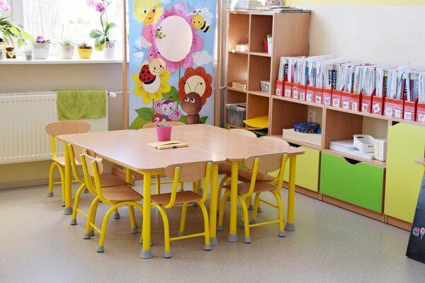 Škôlkari na Mazorníkove sa už tešia z nových moderných priestorov vo veselých farbách.