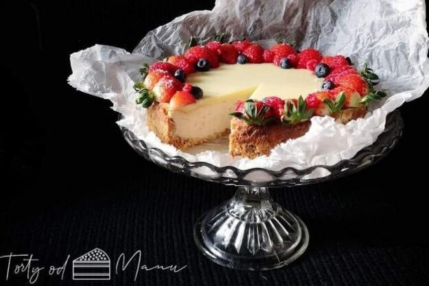Jahodovo-malinový cheesecake.