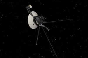 Vizualizácia Sondy Voyager 1 v medzihviezdnom priestore.