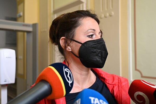 Exposlankyňa Natália Blahová po prerušení súdneho pojednávania v kauze Čistý deň na Okresnom súde v Trnave vo štvrtok 13. mája 2021.
