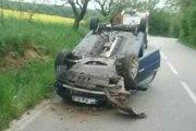 Dopravná nehoda pri obci Krajné.