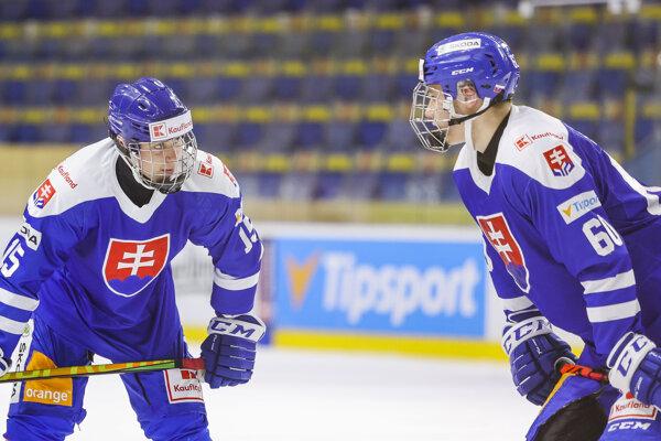 Šimon Nemec a Juraj Slafkovský, najmladší hráči tímu Craiga Ramsayho na MS v Rige.