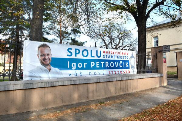 Petrovčikovi hrozí strata mandátu. Postup chce nechať preveriť na prokuratúre.