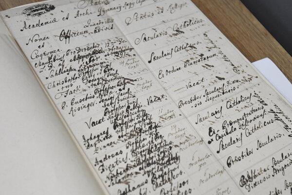 Dobové listiny a ukážky dokumentov viažucich sa k Academii regii Cassoviensis.