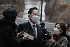 Dedič a zástupca riaditeľa spoločnosti Samsung I Če-jong prichádza na súd 18. januára 2021 v Soule.