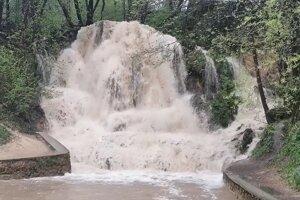 Rozvodnený vodopád v Lúčkach
