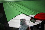Demonštrantka na proteste proti konaniu Izraela.
