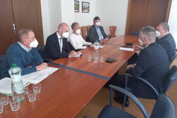 Z rokovaní v Bratislave.