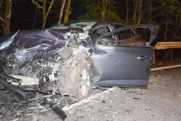 V havarovanom aute vyhasol život 21-ročnej Moniky.