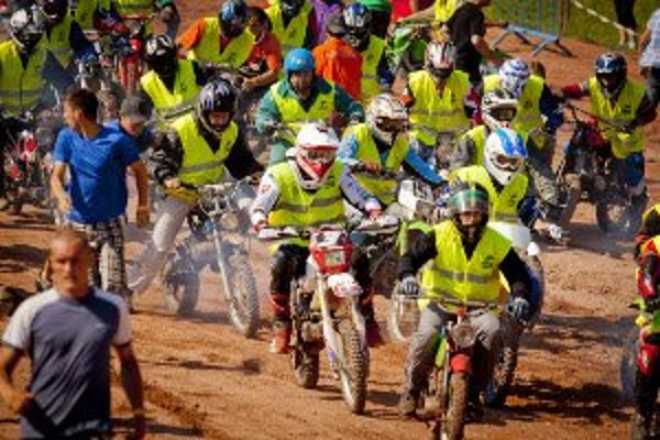 24-hodinové pretekanie dalo zabrať hlavne chrbtici jazdcov. Pretekári sa prestriedavali na motorke zhruba po dvoch hodinách.