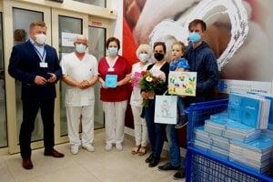 Odovzdanie daru Neonatologickej klinike.