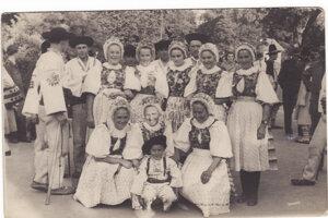 Vystúpenie folkloristov z Východnej v Strážnici 1952