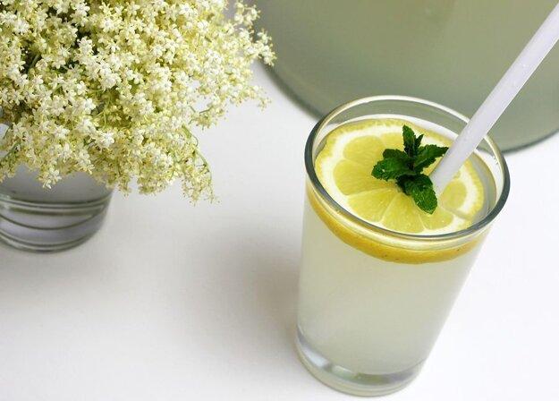 Šumivý bazový nápoj