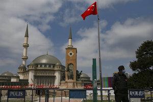 Mešita na námestí Taksim v Istanbule.