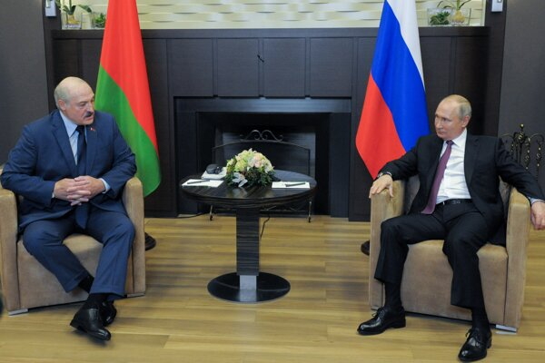 Ruský prezident Vladimir Putin a jeho bieloruský náprotivok Alexander Lukašenko.