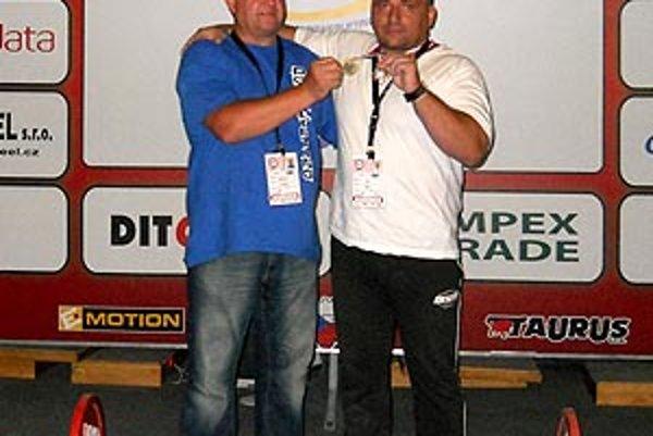 Imrich Švec (vpravo) s predsedom PWL clubu Svätoplukovo Vladimírom Kertészom.