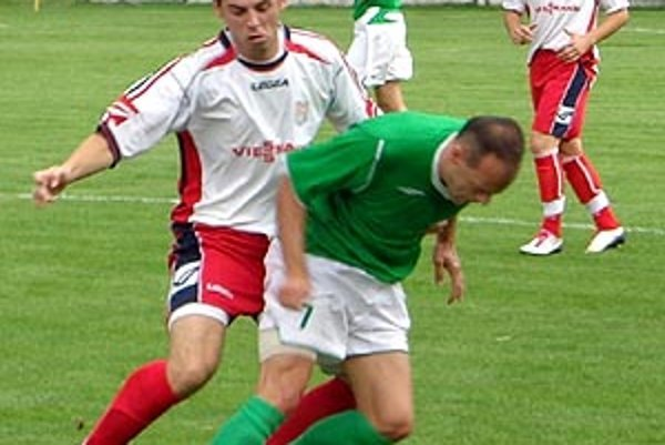 V zelenom drese Lukáš Garaj zo zápasu Vráble - ČFK Nitra.