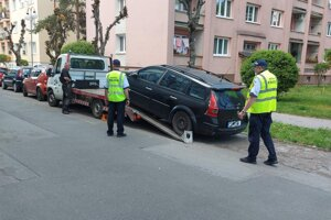 Dva vraky odtiahla mestská polícia z ulíc Zvolena aj teraz v máji.