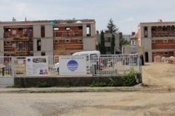 Výstavbu šiestich bytoviek nezastavila ani petícia.