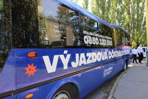 Očkovací autobus vyrazí so zdravotníkmi za seniormi i do osád.