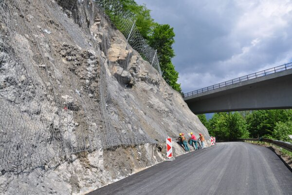 Cesta popod Skalku v Bzinách je už otvorená.