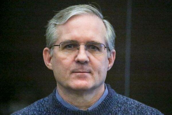Paul Whelan, bývalý príslušník amerického námorníctva, ktorý bol obvinený zo špionáže, počúva rozsudok v súdnej sieni v Moskve v pondelok 15. júna 2020.