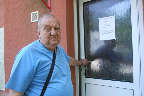 Peter Heinisch, správca bytov. Evakuáciu prečkal v autobuse.