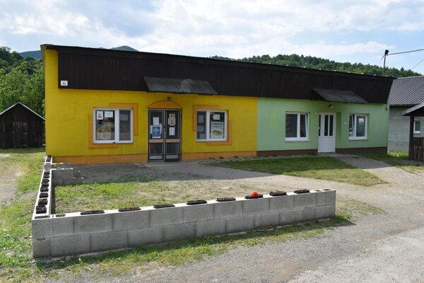 Obec Uličské Krivé prevádzkuje predajňu potravín.
