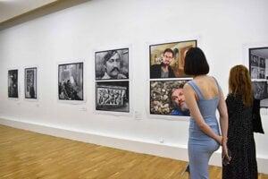 Nie umelecké diela, ale samotní tvorcovia a portréty ich introvertného sveta.