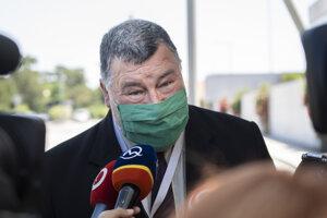 Na snímke epidemiológ Vladimír Krčméry.