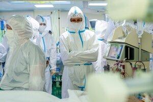Zdravotníci v boji proti pandémii koronavírusu.