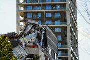 Časti novostavby a lešenia sa z dosiaľ neobjasnených príčin zrútili vo štvrti Nieuw Zuid v piatok popoludní.