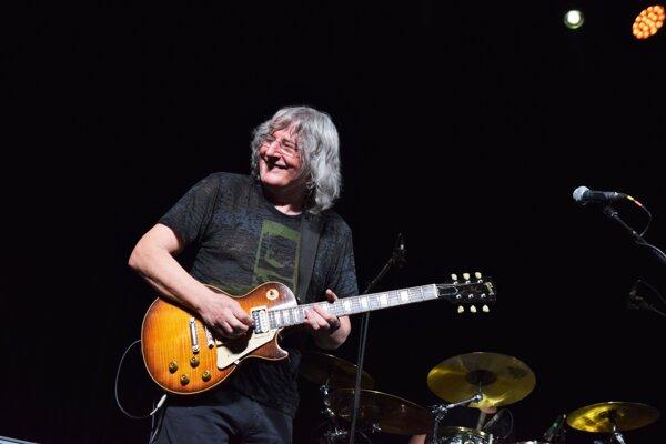 """Legendárny gitarista Fero Griglák na Jazzovom lístí dokázal, že nepatrí do """"starého železa""""."""