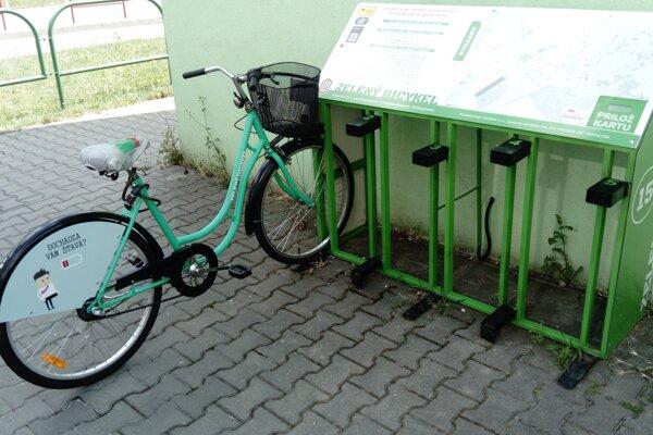 Ľudia v Prievidzi a v Bojniciach môžu opäť využiť zelené bicykle.