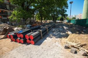 Práce na obnove lokality Zelený kríček sú v plnom prúde.