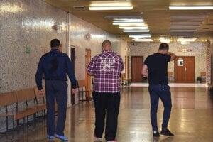 Bratia Paškovci odchádzali zo súdu už právoplatne odsúdení.