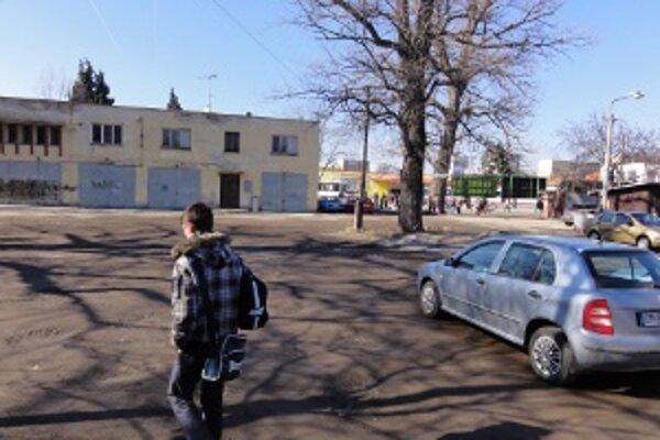 Mexikoplac. Tu by podľa našich informácií mohlo vyrásť niekoľko nových parkovacích miest.