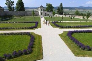 Zo záhrady je výhľad na Spišský hrad.