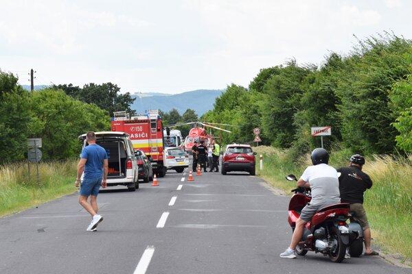 Nehoda motorkára zastavila premávku v obidvoch smeroch.