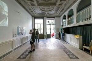 Lekáreň u Salvatora na Panskej ulici 35 bola zavretá v roku 1995, mobiliár bol odvezený a odvtedy boli jej priestory pre verejnosť neprístupné.