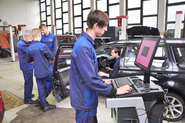 O osem mesiacov budú študenti využívať nové dielne.