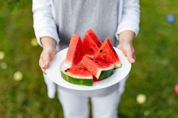 Jadierka z melón upečte a šupku si pripravte na panvici či zavarte.